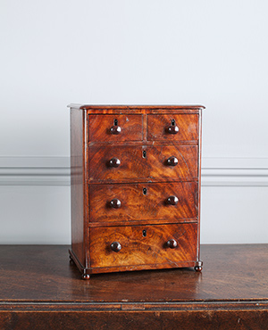Miniature chest of drawers - £ 760